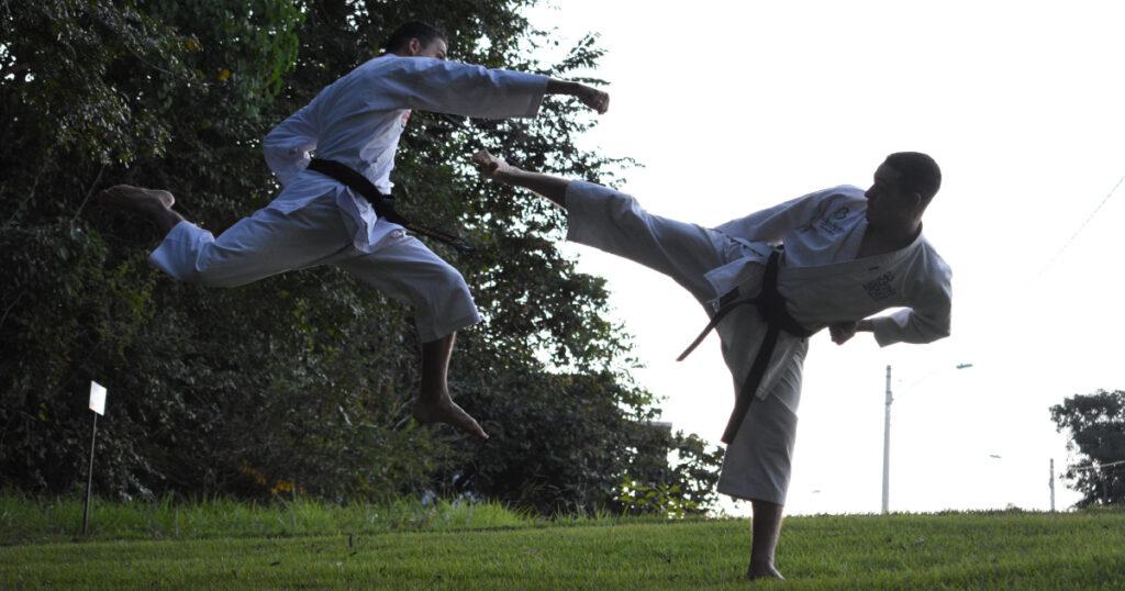 gets-side-kick